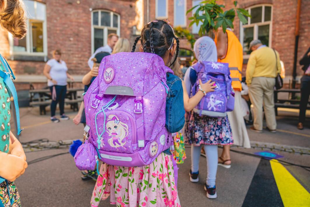 . Med skolestart er det blitt en sterk økning i koronasmitte. Likevel blir få barn og unge alvorlig syke.