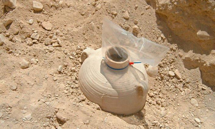 Krukken ble funnet i et område i Qumran som man mener har vært landbruksjord. Da man fant krukken, var den forseglet med lokk og lim.