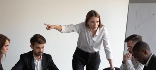 Blir du sint av kollegaens rastløse fot eller fikling med hår?