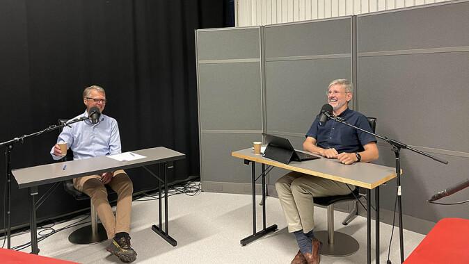 Professor Geir Ulfstein og professor Andreas Føllesdal i studio.