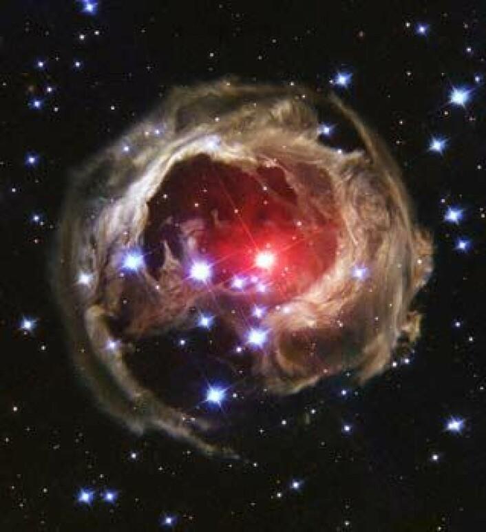 """""""Supernovaer er fra før spektakulære hendelser, men nå har forskerne funnet en ny og enormt kraftig type. (Illustrasjon: NASA/Hubbleteleskopet)"""""""