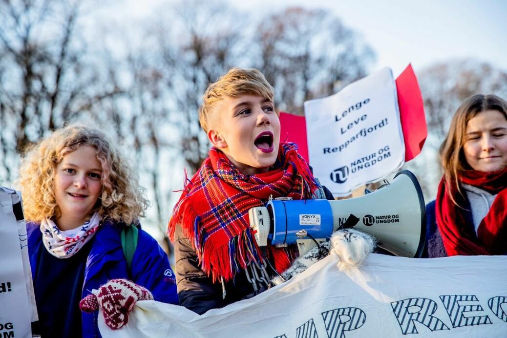 Ella Marie Hætta Isaksen vant Sámi Grand Prix i 2016 og NRKs «Stjernekamp» i 2018. Hun har også vært aktiv i Natur og Ungdom i mange år hvor hun har kjempet for samiske rettigheter.