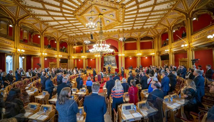 I Norge har vi et partisentrert politisk system. Vi stemmer på partier, ikke på personer. Her fra åpningen av Stortinget.