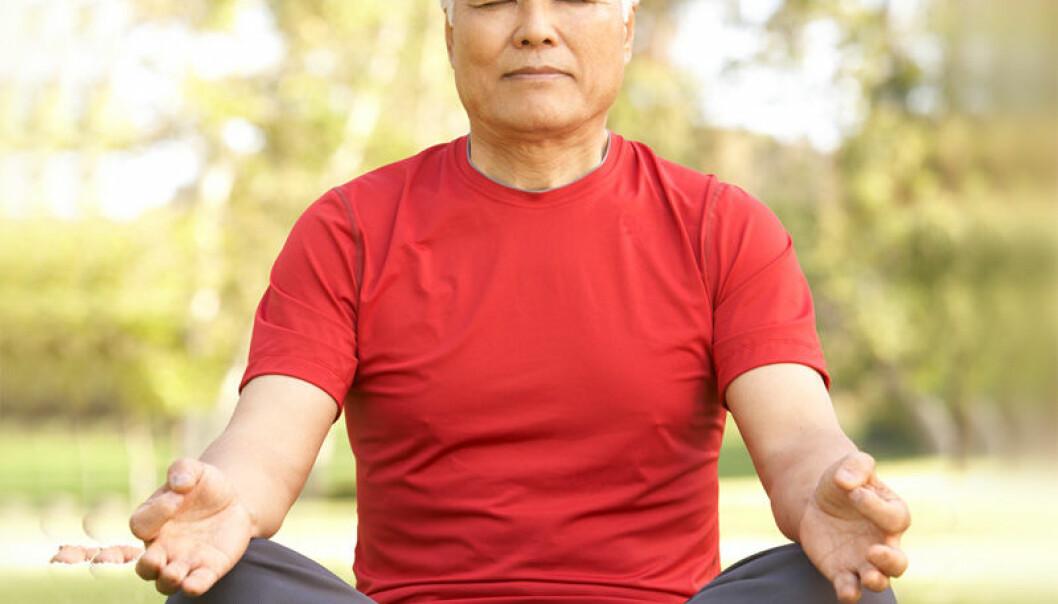 Mindfulness-meditasjon er ikke knyttet til en bestemt religion. Og det er ingen krav til hvordan man skal sitte når man mediterer. Nye utøvere av meditasjon bør imidlertid ikke forvente at alt går som smurt. Reinhard Stelter forteller at det første man sannsynligvis vil oppleve, er irritasjon. (Foto: Colourbox)