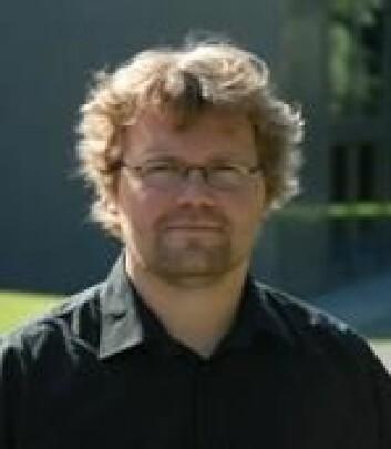 Thomas Espeseth er postdoktor ved Psykologisk institutt, UiO, og forsker blant annet på aldring av hjernen. (Foto: Privat)