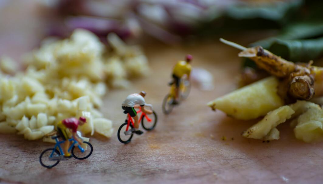 Mini-syklister forstyrrer middagen.