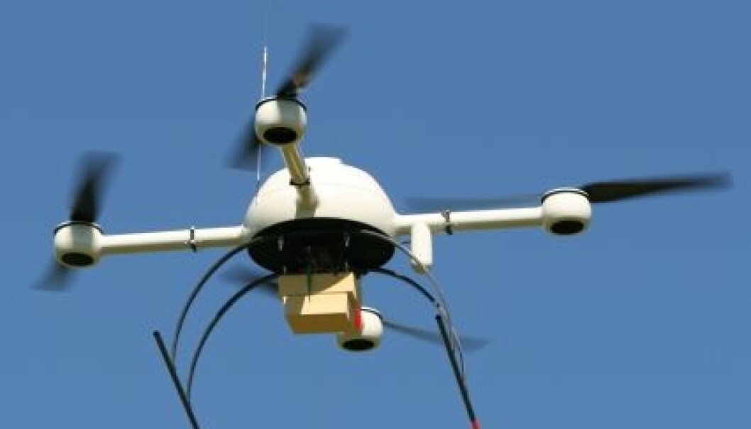 Minihelikopteret har fire elektromotorer med hver sin rotor som sørger for framdrift og styring. (Foto: Bo Hansen, Bedre Gardsdrift)