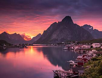 Hvorfor har soloppganger og solnedganger så flotte farger?