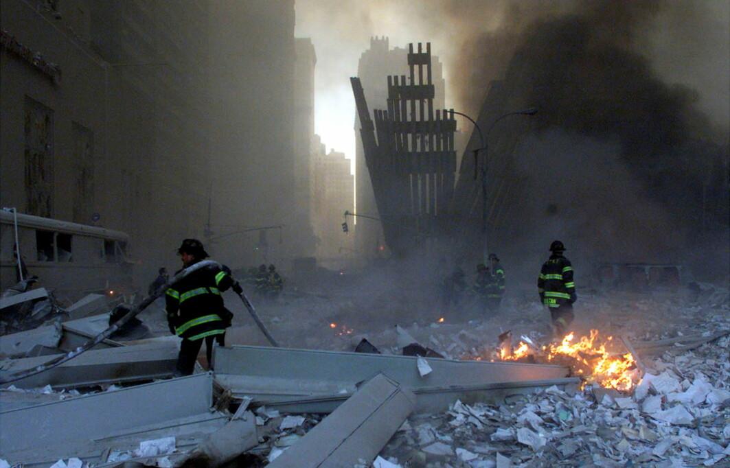 Mange brannmenn, politifolk, helsepersonell og frivillige ble skadet av den giftige skyen fra bygningene som hadde kollapset.