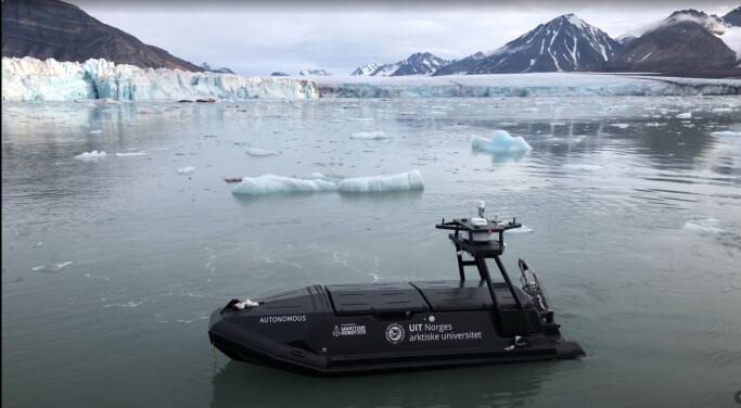 Forskere håper at disse fartøyene eller robotene, kan skaffe nødvendig kunnskap fra vannet ved brefrontene.