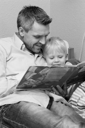 Fedre kan vise omsorg like bra som mor, mener unge menn. (Illustrasjonsfoto: www.colourbox.no)