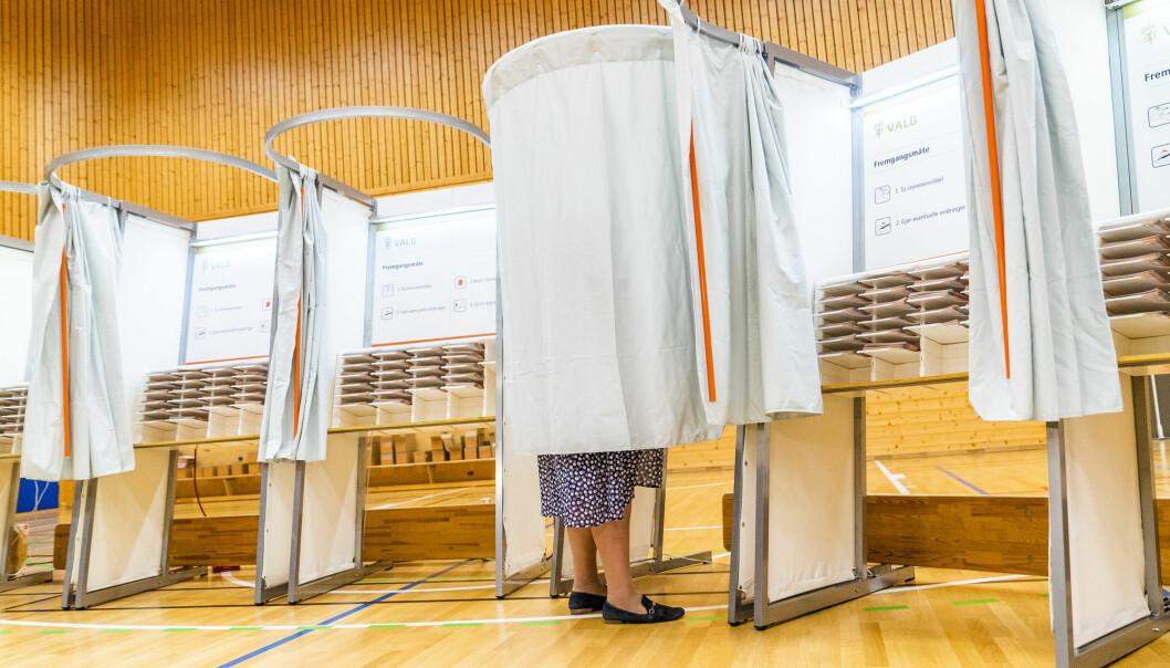 Statsminister Erna Solberg avla sin stemme i Bergen i går. Men hvem er det egentlig som stemmer på henne?