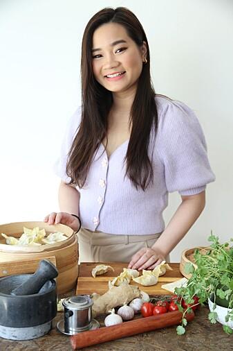 Kokebokforfatter Elisabeht Le er med i prosjektet for å teste ut den nye fiskesausen i mat.