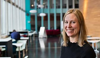 Helene Hjelmervik har forsket på hva som skjer i hjernen når vi prøver å skille mellom høyre og venstre.