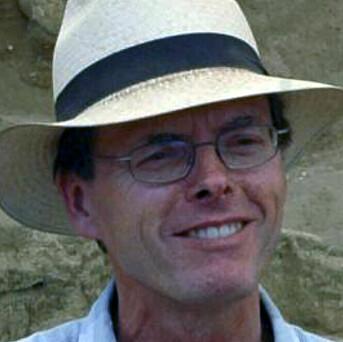 Professor Ian Hodder fant flflere tøystykker som viste seg å være over 8500 år gamle.