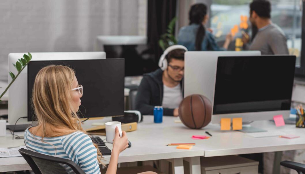 Tilbake på kontoret? Opplevelsen av kontroll over egen arbeidsplass er viktig for å forebygge stress og psykisk uhelse.