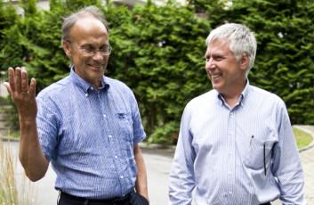 FISKESYKDOM: Forskningslederne Kjetil Hindar (t.v.) og Ole Torrissen er ikke uten videre enige om hvordan det står til i laksenæringen. Foto: Andreas B. Johansen