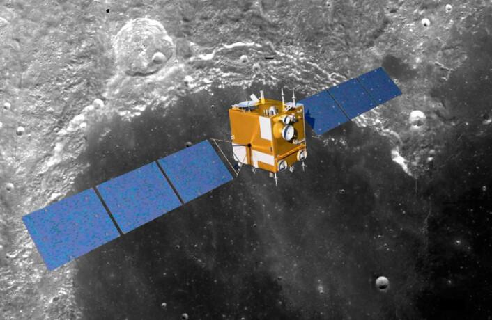 Modell av den kinesiske romsonden Chang'e 2 montert over et bilde av målområdet Sinus Iridum, tatt fra den amerikanske romsonden Clementine i 1994. (Foto: Spacebabe/NASA)
