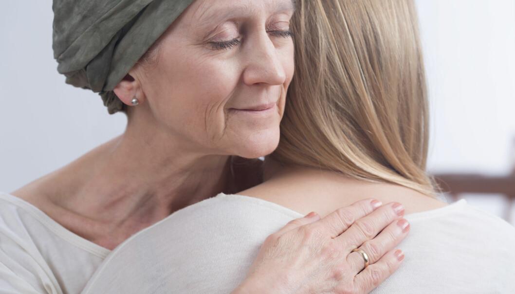 Kvinner ser ut til å få mer alvorlige bivirkninger av immunterapi mot kreft, viser ny studie.