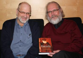 """Jan Terje Faarlund og Nils Christian Stenseth er godt fornøyd med boken """"Darwin - Verden ble aldri den samme."""""""