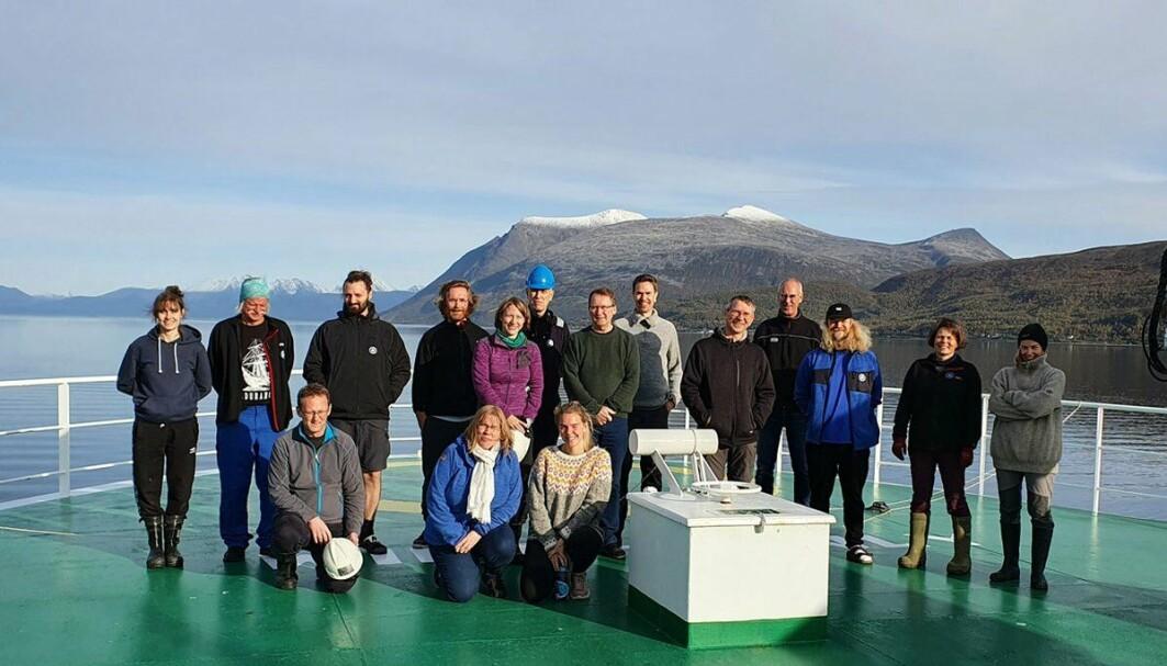 Vi har lagt Tromsø bak oss og er endelig på vei mot et av verdens mest produktive havområder, Spitsbergenbanken, der vi i 18 døgn skal samle inn data og bunnprøver.