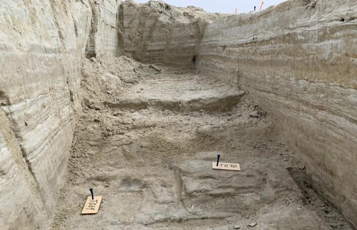 Fotsporene ble funnet under tykke, arkeologiske lag.