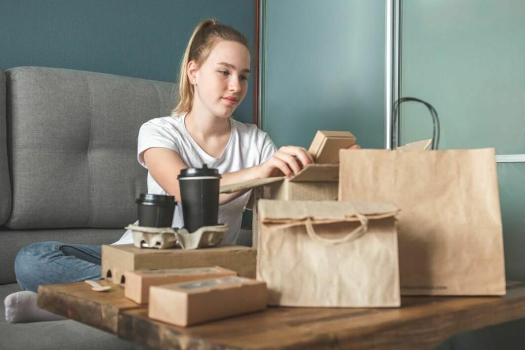 Papp, papir, plast? Det er muligheten for gjenbruk som avgjør hvor bærekraftig emballasjen er – men hvis du vil ha ekte miljøvennlig innpakning, er det aller best å bruke så lite som mulig.