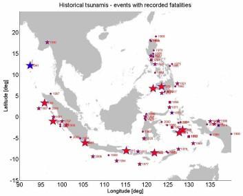 Den nye databasen inneholder blant annet en oversikt over cirka 250 registrerte tsunamier i løpet av 400 år. Store stjerner markerer mer enn 1000 omkomne, mindre stjerner 101-1000 omkomne, kvadrater 51-100 omkomne, og sirkler 1-50 omkomne. (Illustrasjon: NGI)
