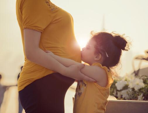 Har gravide etter assistert befruktning økt risiko for komplikasjoner i svangerskap og fødsel?