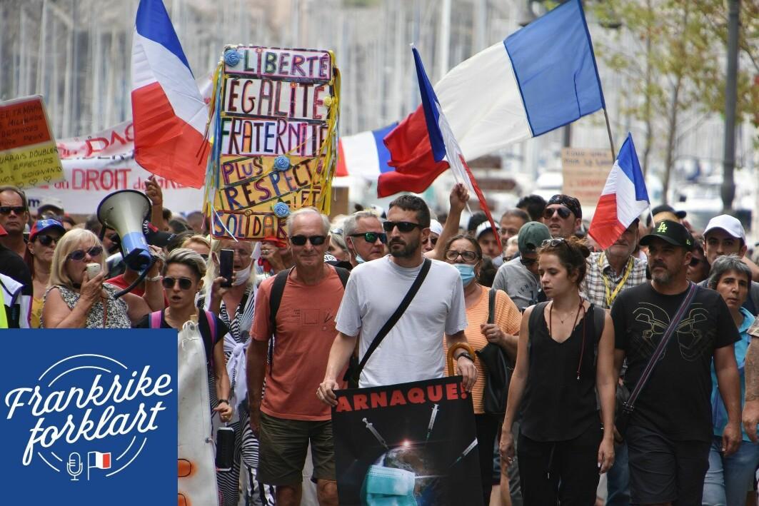Demonstrasjonene mot det franske vaksinepasset tiltrekker seg mange ulike mennesker.