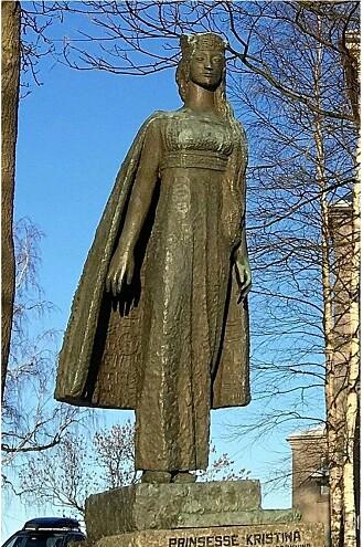Statue av Kristina av Tunsberg ved Slottsfjellet. Statue av billedhuggeren Brit Sørensen.