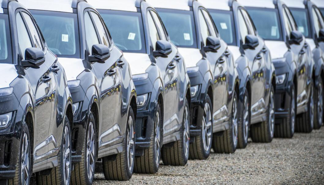 Moms på elbiler vil redusere elbilsalget inntil 40 prosent, ifølge en ny rapport fra Transportøkonomisk Institutt.