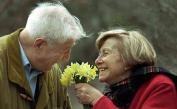 Åleve sammen med noen ser ut til å være en beskyttende faktor mot demens, ifølge ny svensk-finsk studie. (Illustrasjonsfoto: Colourbox.no)