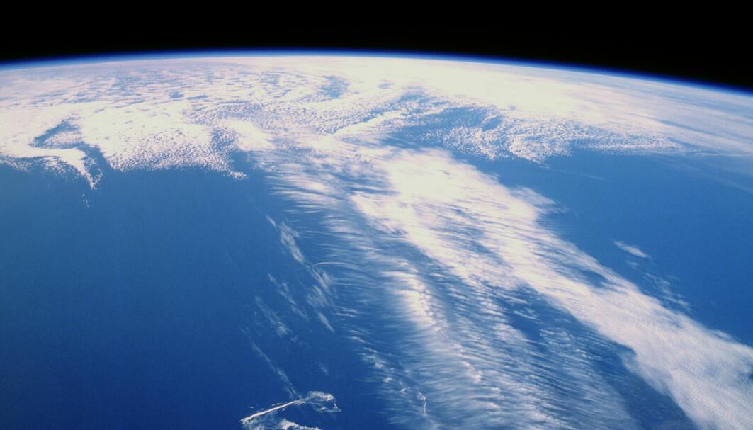 Cirrusskyer langs jetstrømmen over Canada.