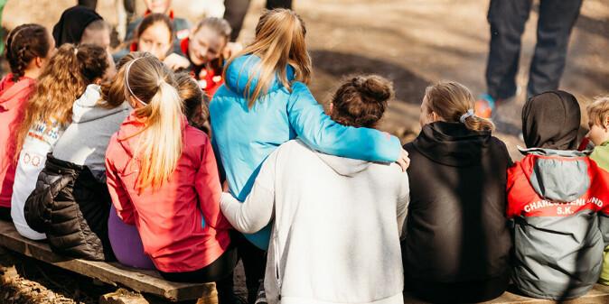 På barneskolen er man eldst. På ungdomsskolen blir man yngst og forandringene er store. Men det ser ut til å gå bra for det store flertallet.