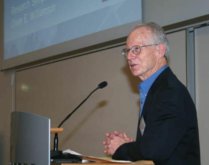 Oliver E. Williamson er den ene av årets to nobelprisvinnere i økonomi. (Foto: Asle Rønning)