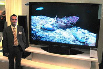 """""""Som skapt for HDTV: 82 tommers LCD-flatskjerm fra Samsung. Verdens største."""""""
