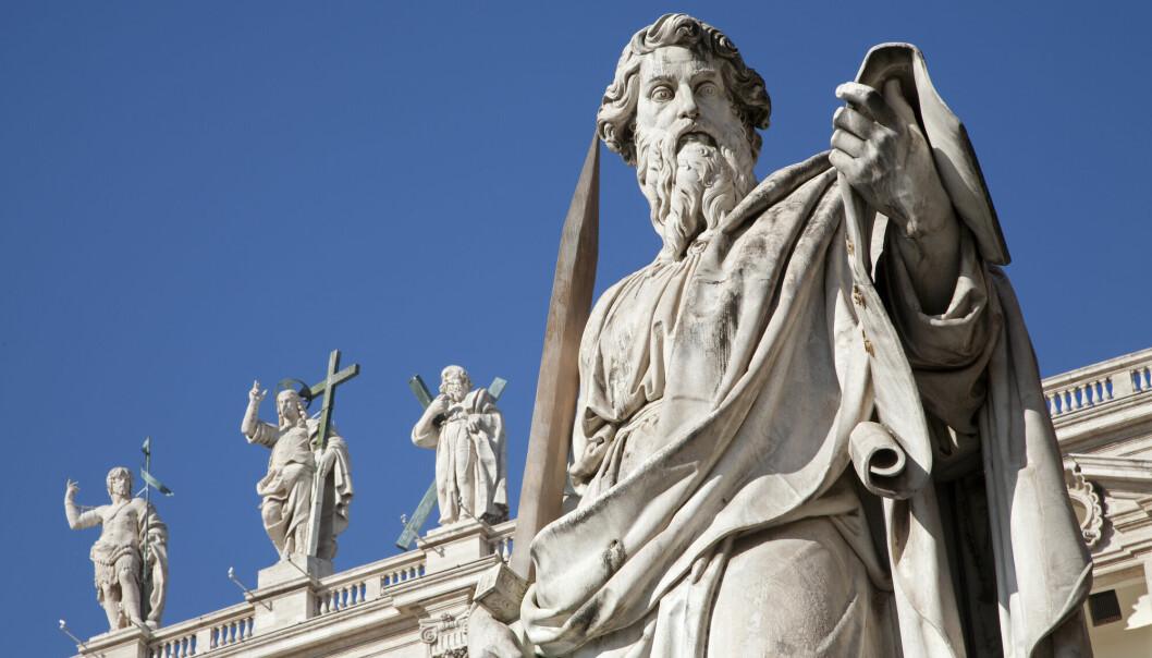 Innenfor kristendommen er det særlig Paulus, «spesialisten på hat», som Nietzsche vil til livs. Nietzsche søker tilbake til romernes herretenkning, deres dyrking av vold og ære og styrke, skriver Per Bjørnar Grande. Avbildet: Statue av apostelen Paulus på Petersplassen i Roma.