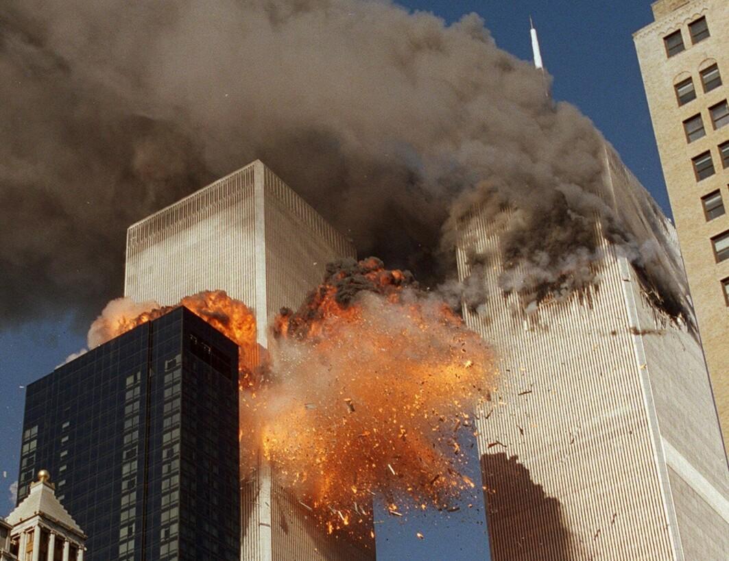 Kaprede passasjerfly ble kjørt inn i tvillingtårnene i World Trade Center i New York 11. september 2001. Noen uker senere gikk USA til angrep på Afghanistan, der al-Qaida hadde tilholdssted.