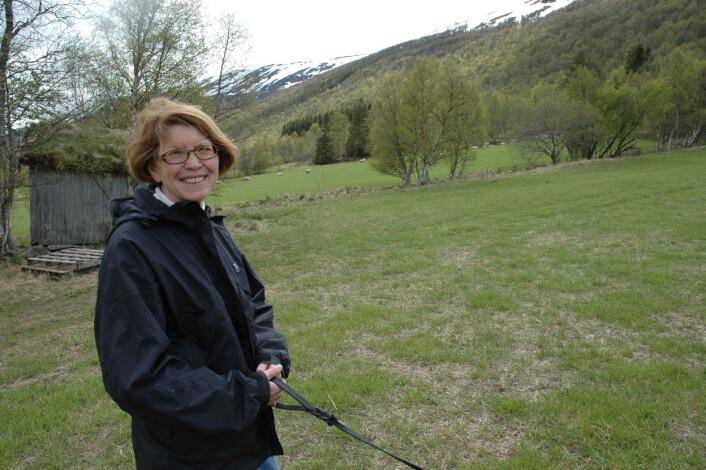Ann Norderhaug har skrevet kapittelet om kulturmark og boreal hei i Rødlista sammen med Line Johansen fra Bioforsk Midt-Norge. (Foto: Jon Schärer)