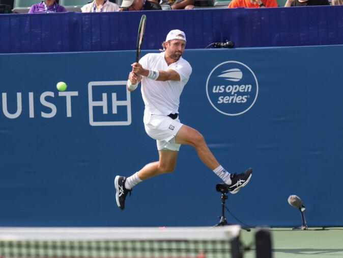 Den amerikanske tennisspilleren Tennys Sandgren i aksjon.