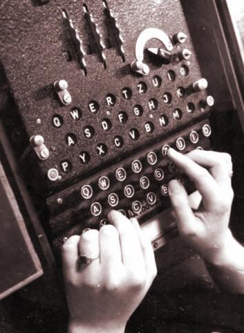 Den tyske Enigma krypteringsmaskinen, i bruk under Annen verdenskrig. (Foto: Walther, Bundesarchiv. Creative Commons Attribution-Share Alike 3.0 Germany)