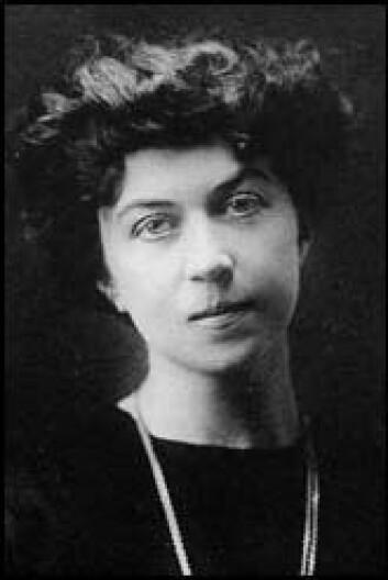 Aleksandra Kollontaj (1872-1952) spilte som sovjetisk utsending til Norge en viktig rolle i å bedre forbindelsen mellom de to landene. Kollontaj blir ofte nevnt som verdens første kvinnelige ambassadør. (Foto: Wikimedia Commons)