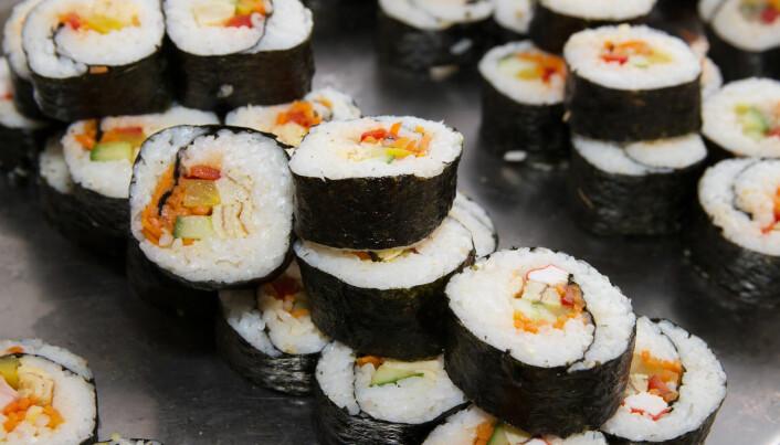 Du har kanskje spist sushi? Det ytterste laget på disse bitene er laget av tare.