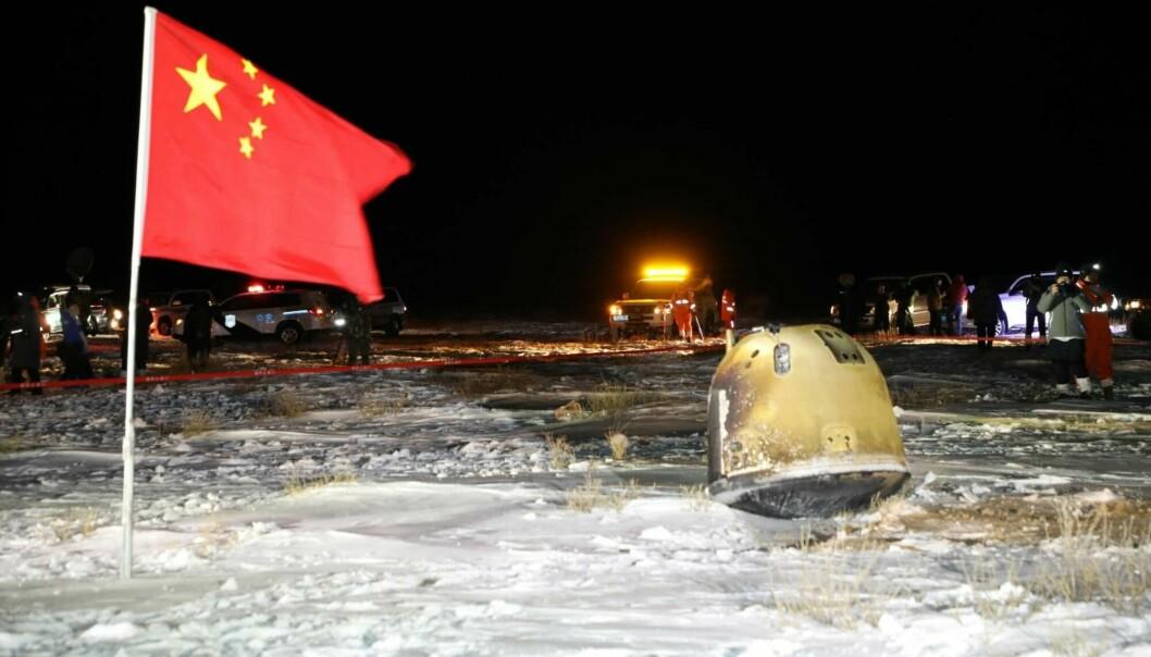 Den kinesiske månesonden Chang'e 5 sendte en steinprøve fra månen til jorden i desember i fjor. Her har kapselen med prøven landet.