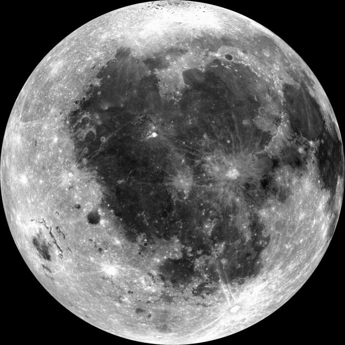 De mørke feltene på månen kalles marer og er formet av lava.