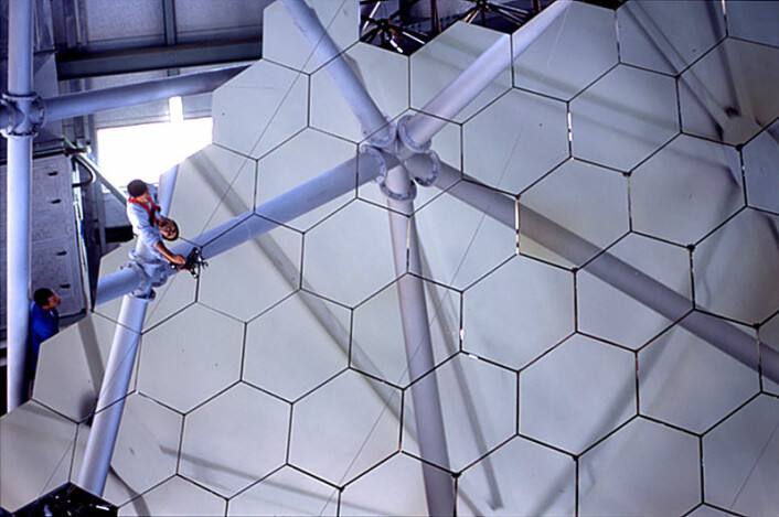 Southern African Large Telescope (SALT) - hovedspeilet med sekskantede glassfasetter (Foto: SALT)