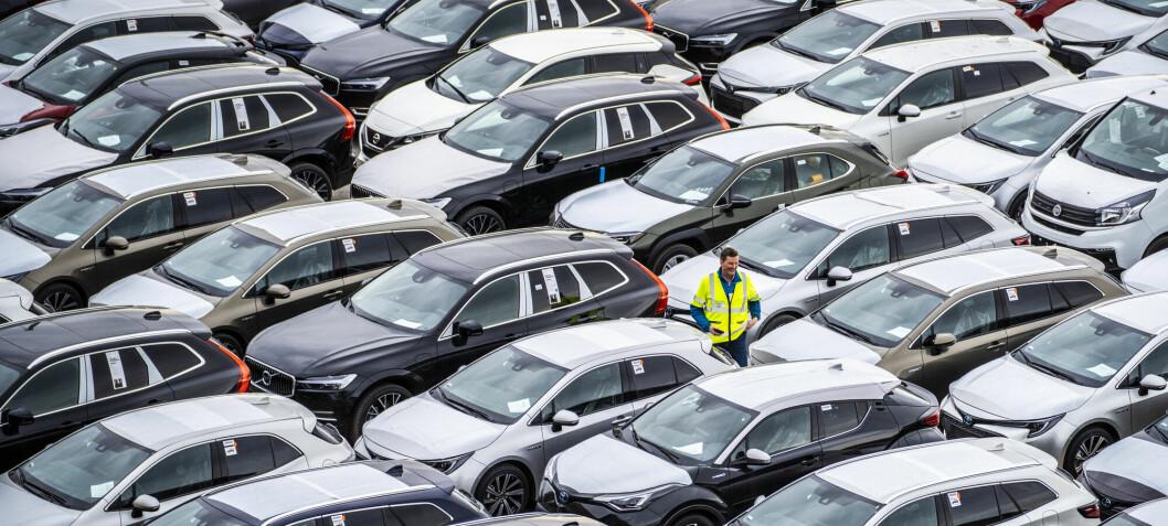 Hva er best for klimaet – å kjøpe en ny elbil eller bruke opp den gamle bensinbilen?