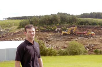 Nå i høst fikk Tobias Skretting tillatelse til å bygge produksjonshallen der vannet skal tappes på flasker.