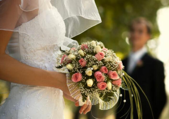 """""""Det å gifte seg med en yngre mann kan nok ha mange fordeler, men et lenger liv er ikke en av dem, ifølge studien. (Illustrasjonsfoto: iStockphoto)"""""""